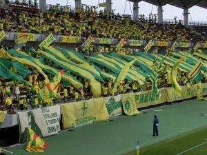 Man beachte den Herren auf dem Banner am linken unteren Bildrand. (c) JEF Chiba News