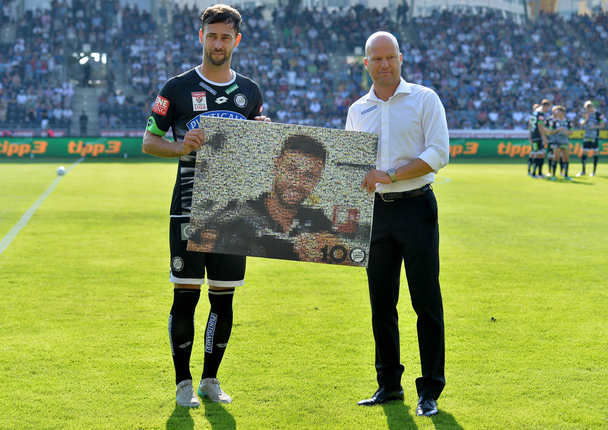 GRAZ,AUSTRIA,30.AUG.15 - SOCCER - tipico Bundesliga, SK Sturm Graz vs Red Bull Salzburg. Image shows Michael Madl and general manager Gerhard Goldbrich (Sturm). Photo: GEPA pictures/ Michael Riedler